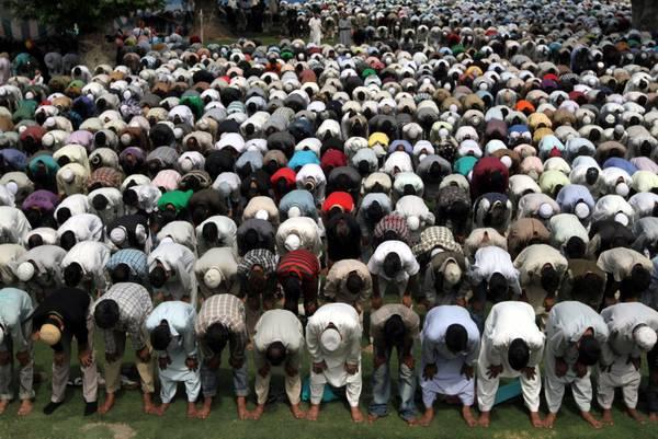 Kashmir (India) islamici in preghiera, comincia Ramadan -