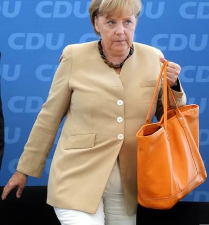 Berlino, arriva e prende posto la cancelliera Angela Merkel -