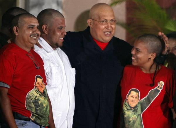 Chavez calvo dopo chemio, supporter rasati per solidarieta' -