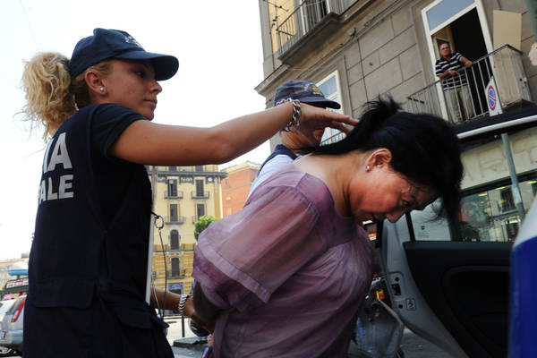 Blitz antiprostituzione nei vicoli del centro storico di Napoli -