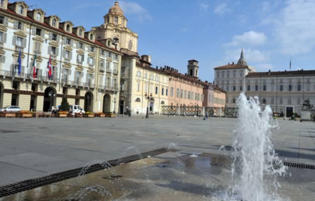 Ferragosto, Torino piazza Castello