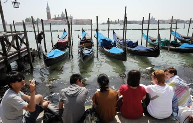 Ferragosto, Venezia gondole sul Canal Grande