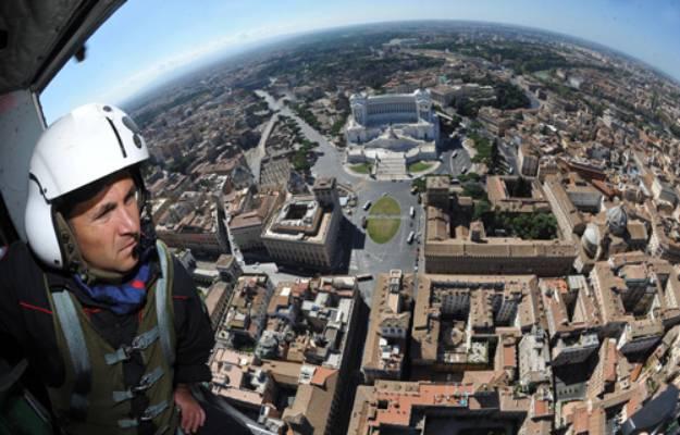 Ferragosto, Roma elicottero dei Carabinieri controlla la città