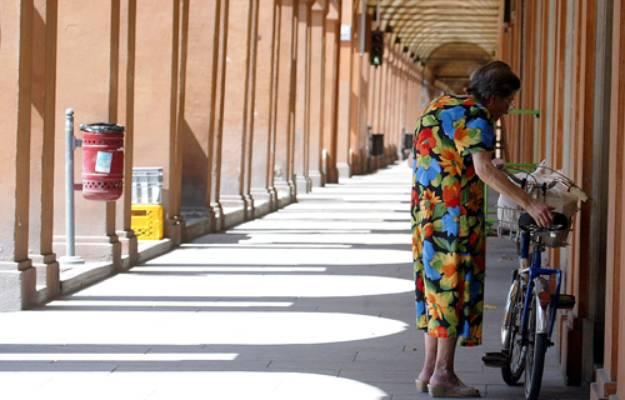 Ferragosto, Bologna sotto i portici