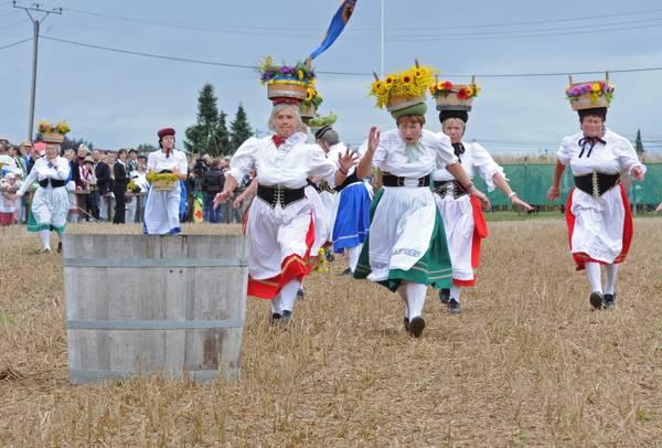 Germania: tradizionale corsa per i campi -
