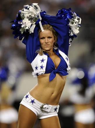 Al 'Cowboys Stadium' di Arlington lo show di una cheerleader -