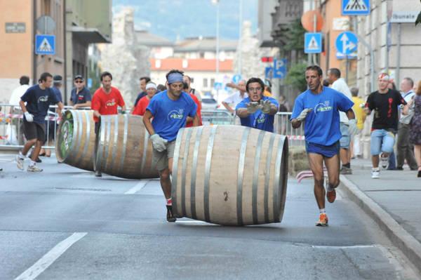 Vino: ad Aosta palio delle botti in onore di Bacco -