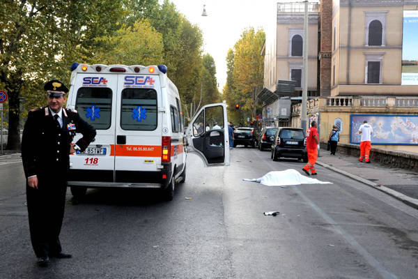 Pirati strada: Travolge e uccide clochard su Lungotevere Roma -
