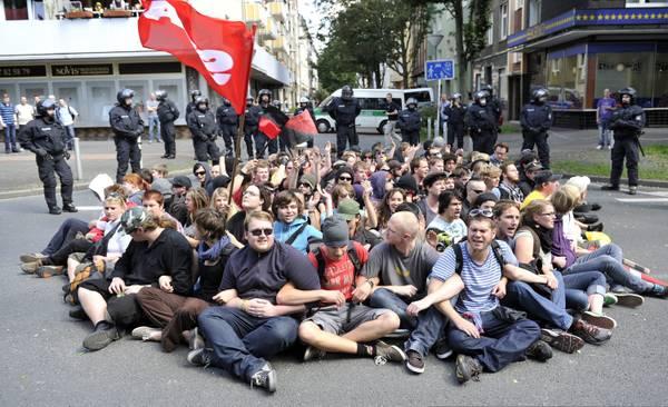 Germania, sit-in a Dortmund contro l'estrema destra -