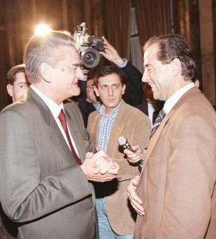 Mino Martinazzoli con Antonio Di Pietro in una immagine del 14 novembre 1995 a Milano -