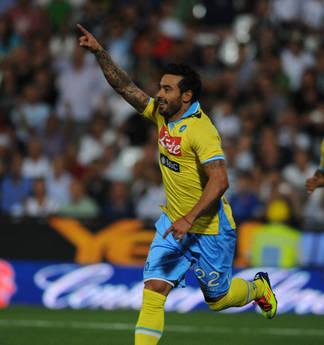 Cesena-Napoli: Ezequiel Lavezzi esulta, ha portato in vantaggio in Napoli -