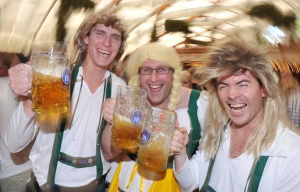 Al via Oktoberfest, e la birra costa di piu' - Oltre 6 milioni di persone da tutto il mondo -