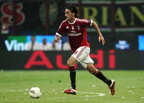 Cavani-tris, Napoli-Milan 3-1  -