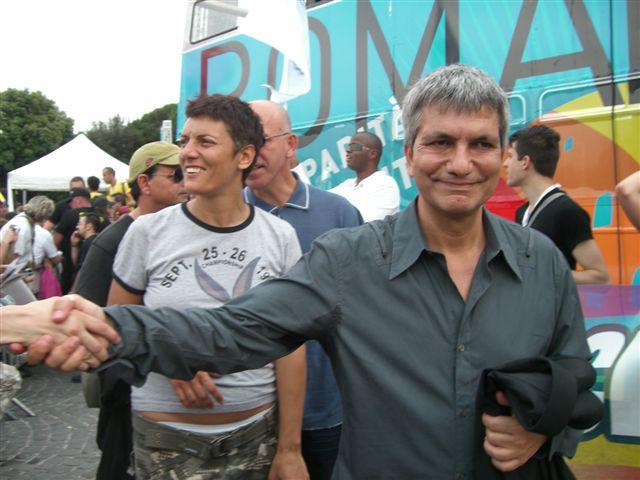 VENDOLA AL GAYPRIDE e poi critica Berlusconi. Questo dovrebbe rappresentare il futuro dell'Italia? -
