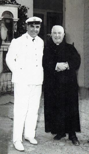 Vincenzo Piccolo primo comandante dei Vigili di Volla (NA) con mons Mario Coppola - 10.08.1966 -
