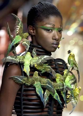 Luce e colori nelle sfilate di Parigi con le proposte 2012 -