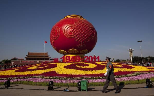 Cina, lanterna rossa in piazza Tiananmen per festa nazionale -