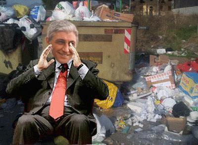 """GUINNESS DAL MONDO - Bassolino nella spazzatura di Napoli  """"MUNNEZZ"""" -"""