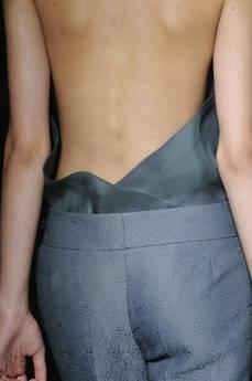 Yves Saint Laurent, stile freddo e fetish-chic -