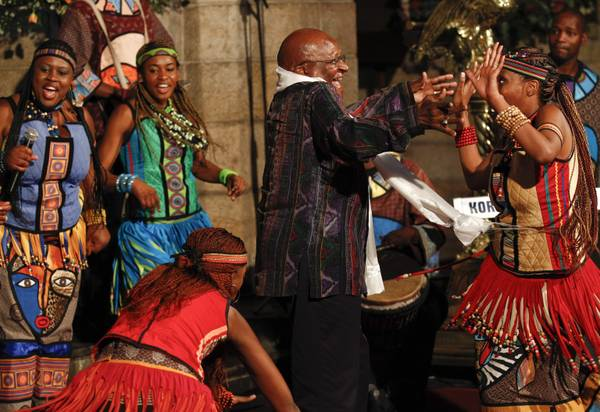 Festeggia 80 anni Desmond Tutu, vescovo Nobel per la pace -