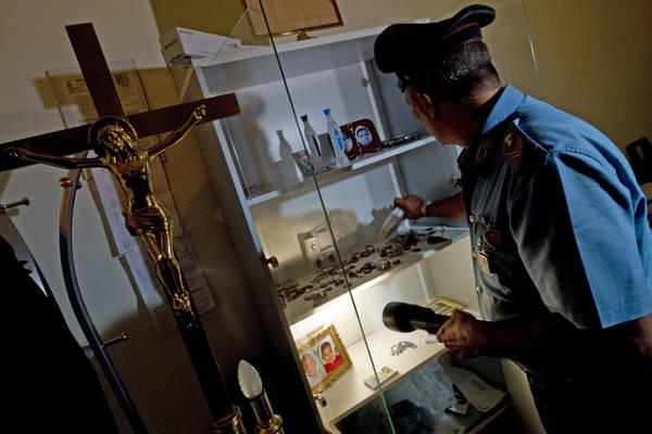 Racket del caro estinto nel napoletano, 18 arresti -