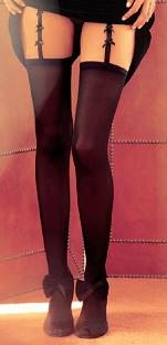Foto: Le signore riscoprono le calze. Riecco le calze, coprenti e in pizzo -