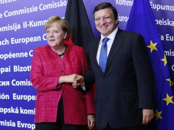 Bruxelles, Merkel accolta da Barroso per vertice Ue -