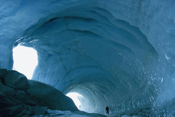 Tra i ghiacci del Sud, sfida per il Polo. Anteprima europea a Genova, documenti sulla gara Amundsen-