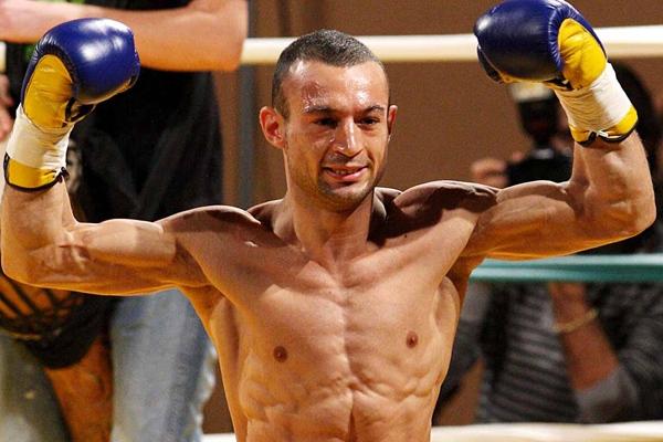 Devis Boschiero, il pugile padovano di 27 anni campione europeo -