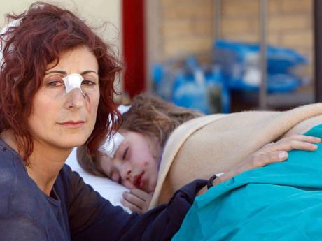 2009 - Madre e figlia sopravvissute al terremoto in Abruzzo -