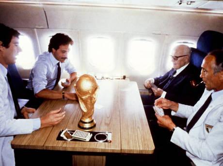1982 - Il Presidente Pertini sull'aereo con la Nazionale dopo la vittoria dei Mondiali