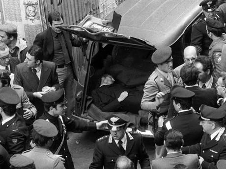 1978 - Il 9 maggio le brigate rosse fanno ritrovare il corpo senza vita di Aldo Moro a Roma