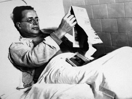 1948 - Palmiro Togliatti in ospedale dopo l'attentato del 14 luglio