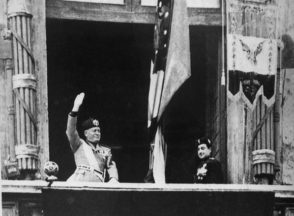 In fuga verso la Svizzera il Duce viene riconosciuto da alcuni partigiani e fucilato il 28.04.45 -