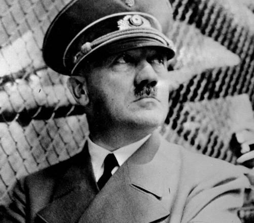 Il Fuehrer si suicida nel suo bunker, il 30 aprile 1945, poco dopo l'ingresso a Berlino dell'Armata