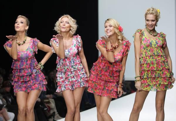 Modelle di YanaStasia in passerella durante la Volvo Fashion Week a Mosca