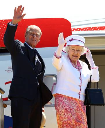 I reali inglesi in partenza per Londra salutano l'Australia
