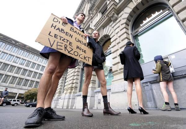 Contro banche a Zurigo, 'ci hanno levato ultimi pantaloni'