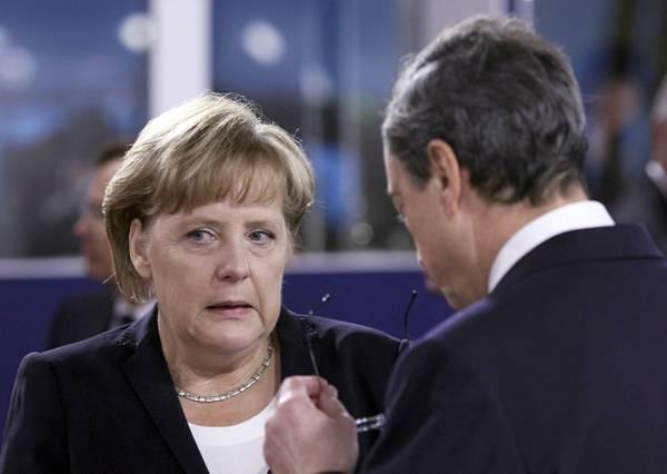 Francia, al G20 di Cannes la Merkel dialoga con Draghi