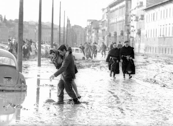 Quarantacinque anni fa l'alluvione di Firenze 1966