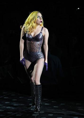 Lady Gaga, solita trasgressione al concerto del Monster Ball Tour, foto Olycom