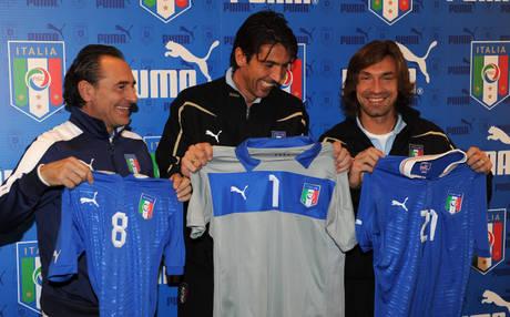 Nuova maglia Italia, torna colletto bianco