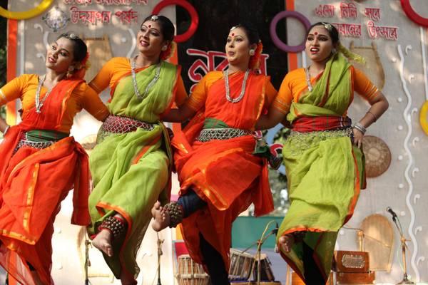 Bangladesh: danze nel Festival di autunno a Dacca
