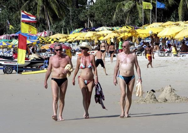 Thailandia, turisti al sole di Phuket: lo tsunami? Un ricordo