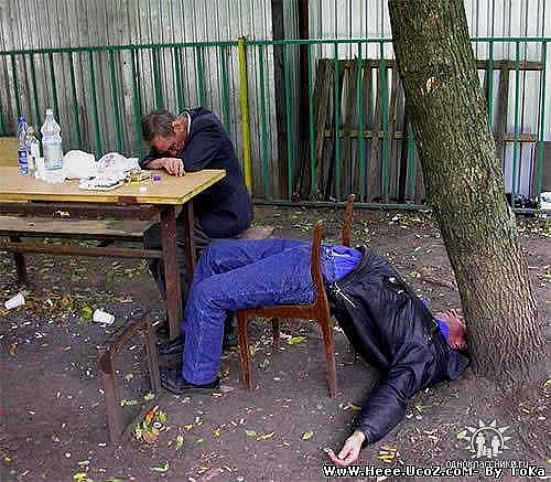 L'alcol uccide lentamente. Chi se ne frega. Non ho fretta