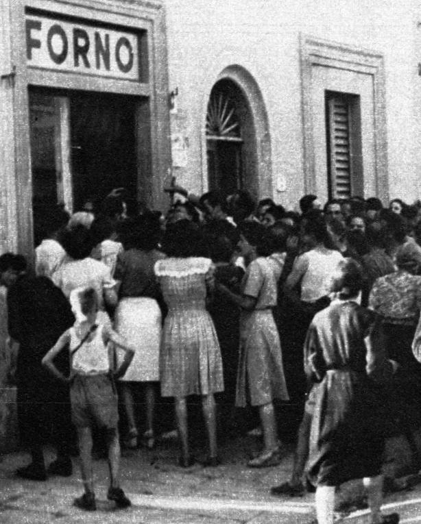 Napoli: File per il pane 1940