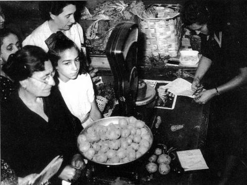 Napoli: Ci voleva la tessera annonaria per avere il pane 1940