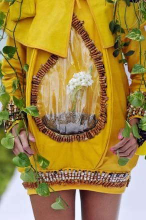 Quando la moda e' bio. In Colombia passerelle creative con abiti composti da vere e proprie piante
