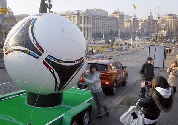 Kiev, Europei di Calcio 2012 in Ucraina: foto al 'Tango 12'
