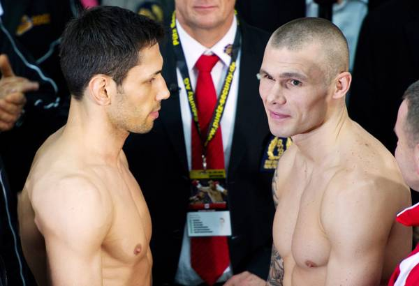 I pugili Sturm e Murray durante un weigh-in in Germania